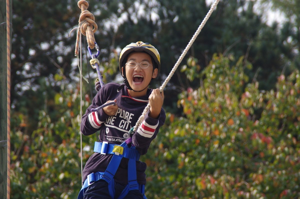 KIS student having fun on a ropes course