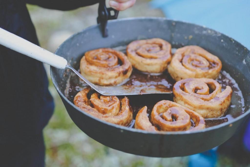 Cinnamon Rolls in a Fry-Bake